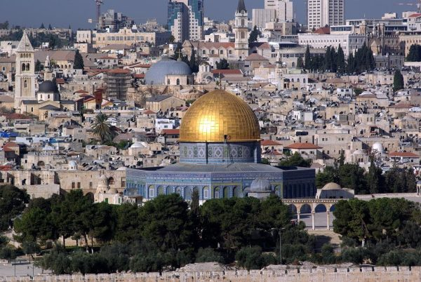इस्राईल हटा पिछे मस्जिद अक्सा को खोलना पड़ा