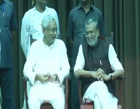 नीतीश कुमार छठी बार मुख्यमंत्री बने बनाया रिकॉर्ड,साथ मे शुशील मोदी बने उपमुख्यमंत्री
