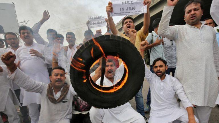 तीर्थयात्रियो पर आतंकी हमले के बाद मोदी सरकार के खिलाफ विरोध प्रदर्शन एवं नारेबाजी
