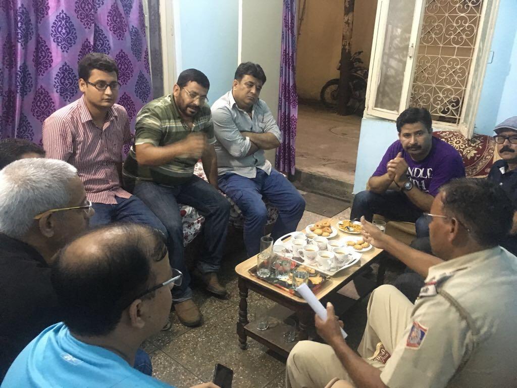 दिल्ली:ओखला मे ट्रैफिक सम्बंधित समस्याओ को लेकर पत्रकार एवं सोशल वर्कर ने डीसीपी के साथ की मीटिंग