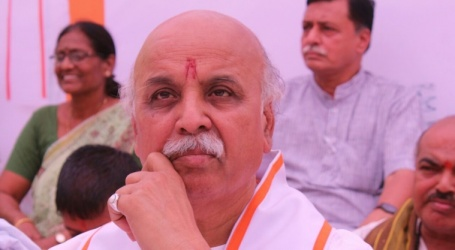 Pravin Togadia slams Modi govt over farmers' issue, to visit Mandsaur