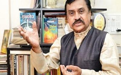 Pandit who writes in Prophet's praise