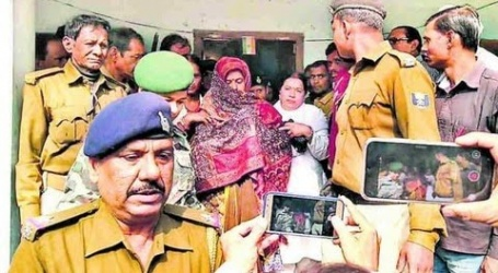 पूर्व मंत्री मंजू वर्मा ने शॉल से चेहरा ढककर अपने अधिवक्ता के साथ कोर्ट पहुंच,किया सरेंडर