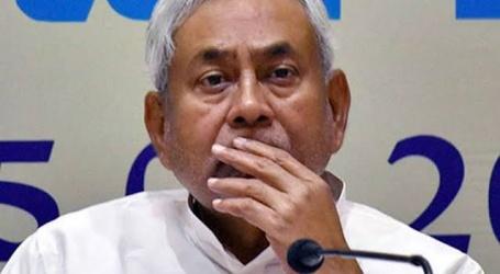 मोहन भागवत बिहार में ही डेरा डाले हैं तो अब नीतीश को चाहिए कि संघ के रंग में पूरी तरह से ढ़ल जाएं.