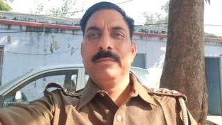 बुलंदशहर:हिंदूवादी संगठन द्वारा कर रहे गौ हत्या के खिलाफ प्रदर्शन में,पुलिस इंस्पेक्टर की मौत