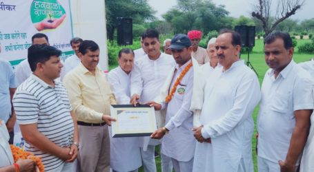 Sikar's prominent political family takes up plantation drive