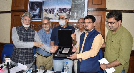 Shams Tabrez Qasmi is Felicitated with Amar Shaheed Molvi Baqar Award 2021
